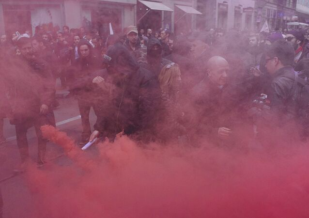 Protests erupted in Turin Saturday when anti-fascist demonstrators clashed with police in riot gear.