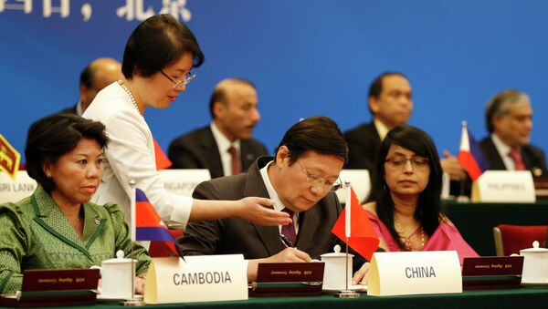 Chinese Finance Minister Lou Jiwei (C) signs with guests at the signing ceremony of the Asian Infrastructure Investment Bank at the Great Hall of the People in Beijing - Sputnik International