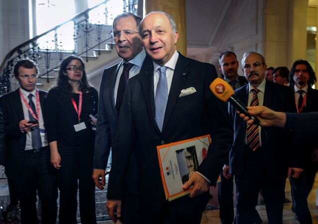 French Foreign Minister Laurent Fabius (C-R) and Russian Foreign Minister Sergei Lavrov arrive for a bilateral meeting in Lausanne during Iran nuclear talks