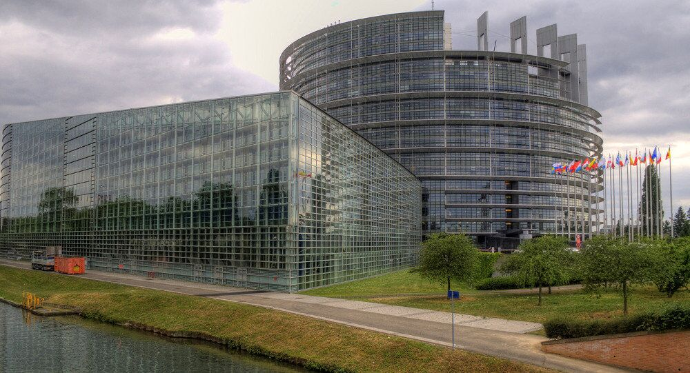 A proposed declarative resolution by a group of MEPs has called on the European Union to step up sanctions against Russia, provide Ukraine with weaponry and further strengthen NATO forces in Eastern Europe, should Russia refuse to return Crimea to Ukraine or fail to abide by the Minsk ceasefire, a press statement for the body stated Tuesday.