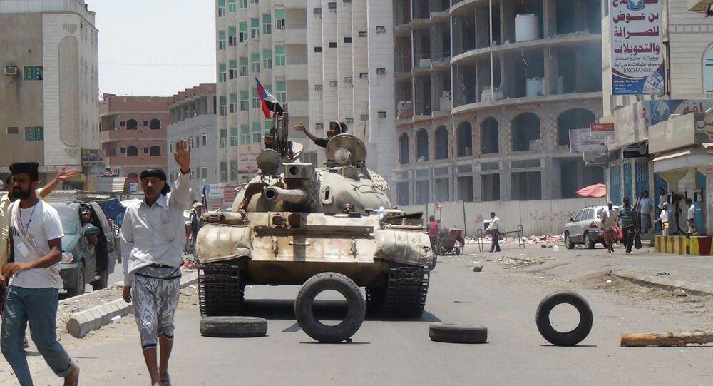 Militiamen loyal to Yemen's President Abed Rabbo Mansour Hadi take positions at a street in Aden, Yemen