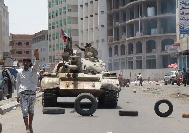 Militiamen loyal to Yemen's President Abed Rabbo Mansour Hadi take positions at a street in Aden, Yemen