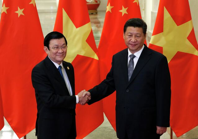 Vietnam's President Truong Tan Sang shakes hands with China's President Xi Jinping (R) during a meeting at the Great Hall of the People on the sidelines of the Asia-Pacific Economic Cooperation (APEC) Summit in Beijing on November 10, 2014