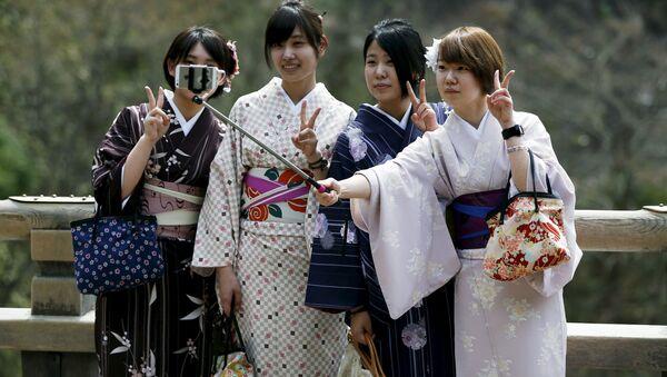 Kimono-clad women take selfies by using a selfie stick at Kiyomizu-dera Buddhist temple in Kyoto, western Japan - Sputnik International