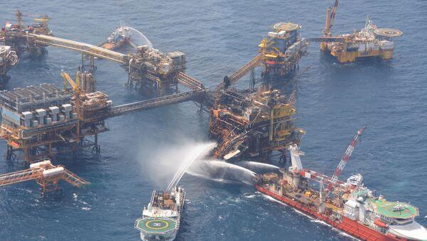 Ликвидация пожара на нефтяной бурильной платформе в Мексике - Sputnik International