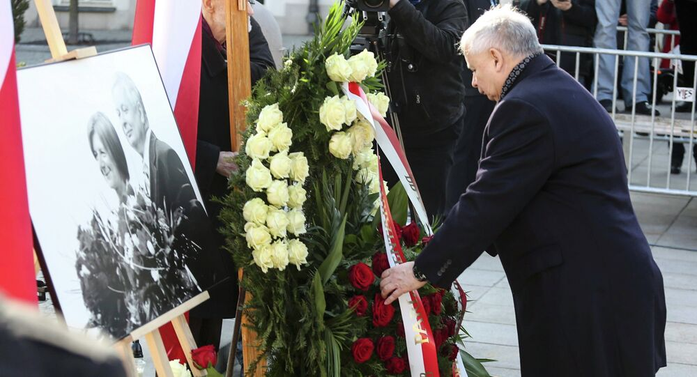 Jaroslaw Kaczynski, the twin brother of the late President Lech Kaczynski, attends a ceremony outside the Presidential Palace in Warsaw April 10, 2015