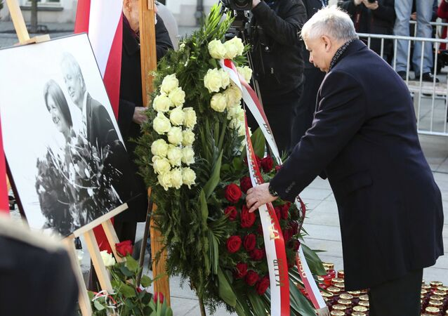 Jaroslaw Kaczynski, the twin brother of the late President Lech Kaczynski, attends a ceremony outside the Presidential Palace in Warsaw April 10, 2015 commemorating the crash of the Polish government plane in Smolensk, Russia which killed 96 people.