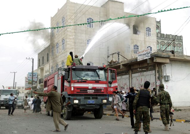 An explosive-laden vehicle detonated in south-central Yemen, killing at least seven and injuring 15 people on Friday, a source in the country's military told Sputnik