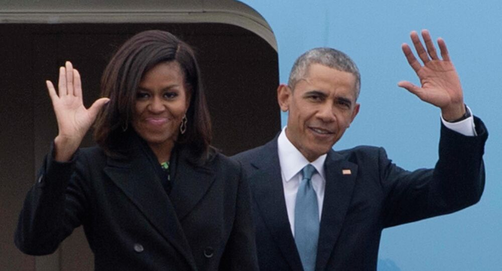 US President Barack Obama (R) and First Lady Michelle Obama (L)