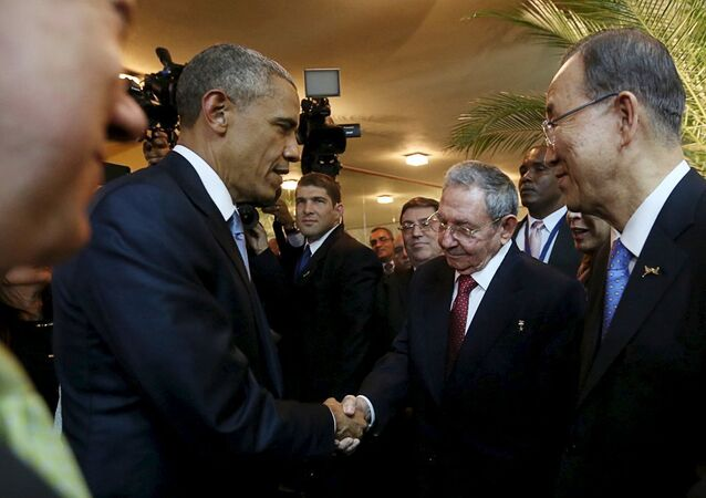 U.S. President Barack Obama (L) and his Cuban counterpart Raul Castro shake hands as U.N. Secretary General Ban Ki-moon (R) looks on, before the inauguration of the VII Summit of the Americas in Panama City April 10, 2015