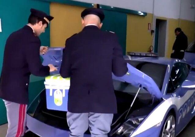 Italy: Police use Lamborghini sports car to transport organs in Milan