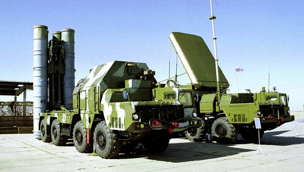 A Russian S-300 anti-aircraft missile system is on display in an undisclosed location in Russia - Sputnik International