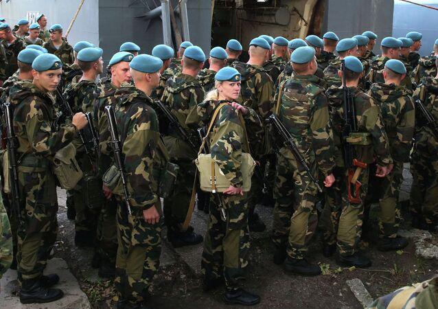 Belarusian paratroopers arrive for Zapad-2013 Drills