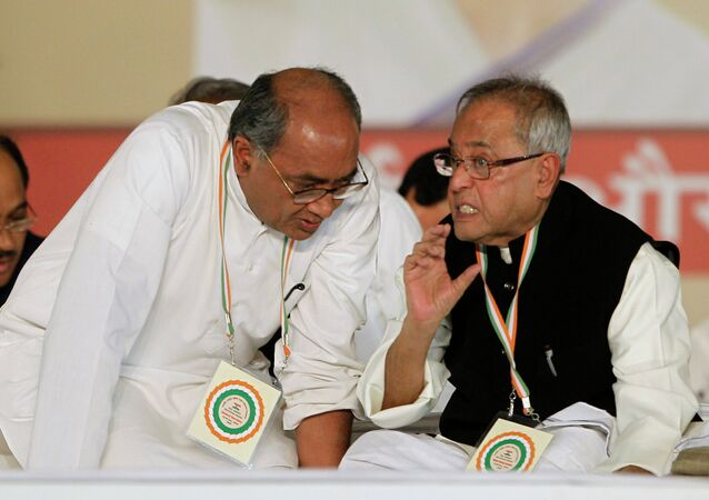 Secretary General of Indian National Congress Digvijay Singh (left)