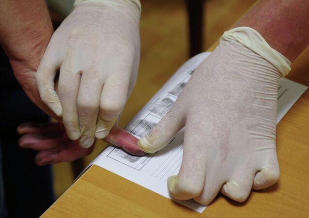 Procedure for taking fingerprints