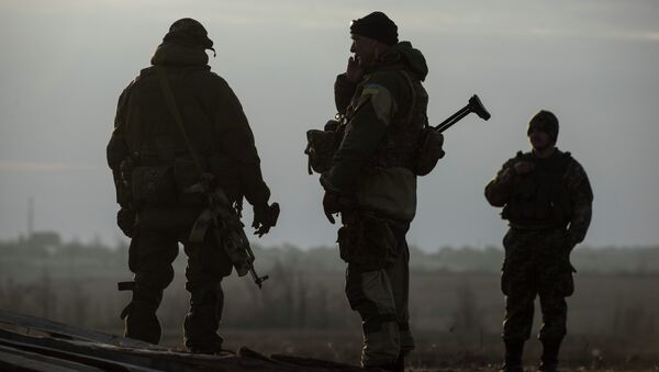 Ukrainian servicemen guard their position in the village of Shirokino near Mariupol, eastern Ukraine, Wednesday, Feb. 25, 2015 - Sputnik International