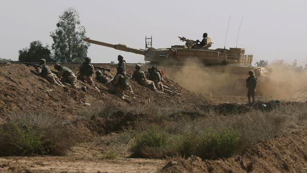 Iraqi security forces participate in a drill as U.S. forces help train them in Taji, north of Baghdad, Iraq. - Sputnik International
