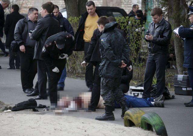 Investigators work near the body of journalist Oles Buzina in Kiev April 16, 2015.