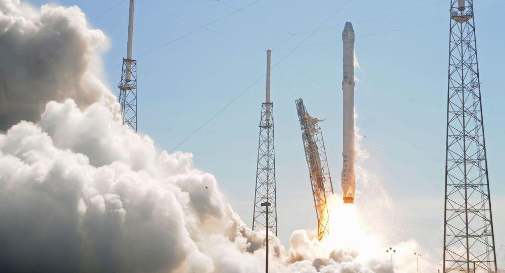 Ракета Falcon 9 стартует с мыса Канаверал