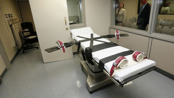 Oklahoma has approved the use of nitrogen gas asphyxiation for the administration of the death penalty in case the US Supreme Court finds lethal injections - plagued by recent botched executions - to be unconstitutional. - Sputnik International