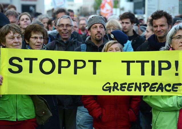 Greenpeace activists