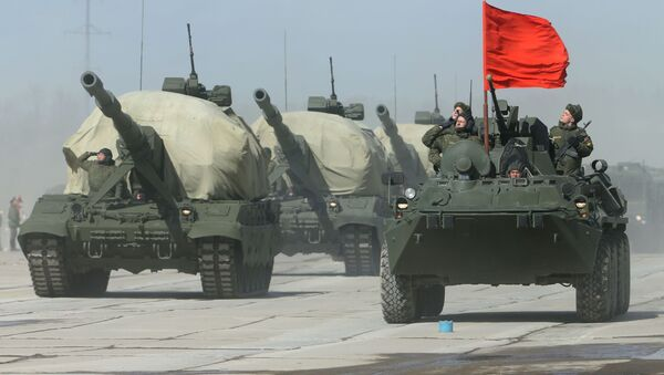 Self-propelled artillery system Koalitsiya-SV (L) and BTR-82A (R) armoured personnel carrier at the May 9 Victory Parade rehearsal in Moscow region. - Sputnik International