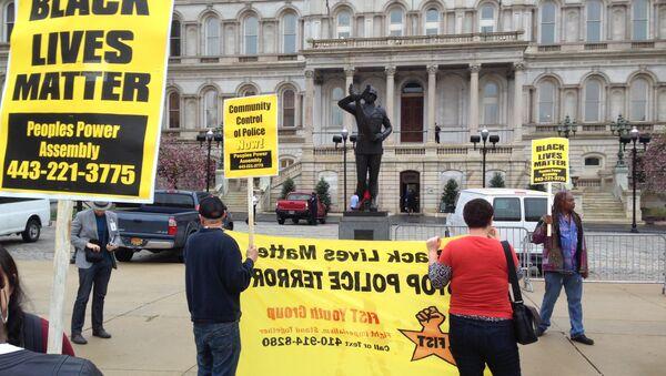 Demonstrators protest the death of Freddie Gray outside Baltimore City Hall on Monday, April 20, 2015. - Sputnik International