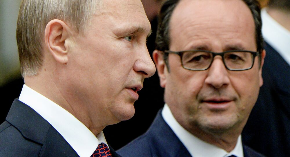 Russia's President Vladimir Putin (L) and France's President Francois Hollande walk for a family photo at the presidential residence in Minsk