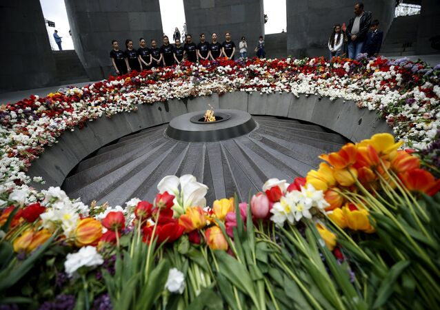 People mourn at the Tsitsernakaberd Armenian Genocide Memorial Museum in Yerevan, April 21, 2015