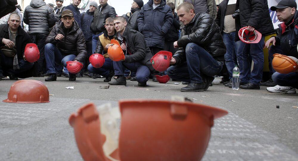 Ukrainian coal miners protest outside the president's office in Kiev