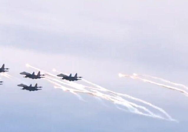 Russia: Jet-fighter aerobatics dazzle St. Petersburg