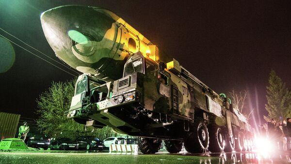 A Topol ICBM launcher at VDNKh - Sputnik International