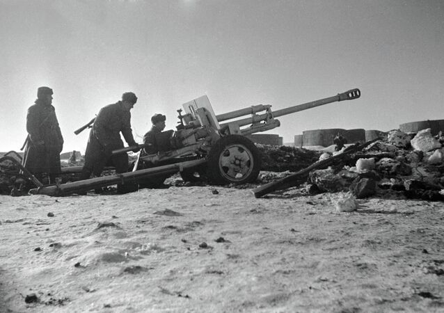Red Army soldiers repulsing a tank assault near Stalingrad