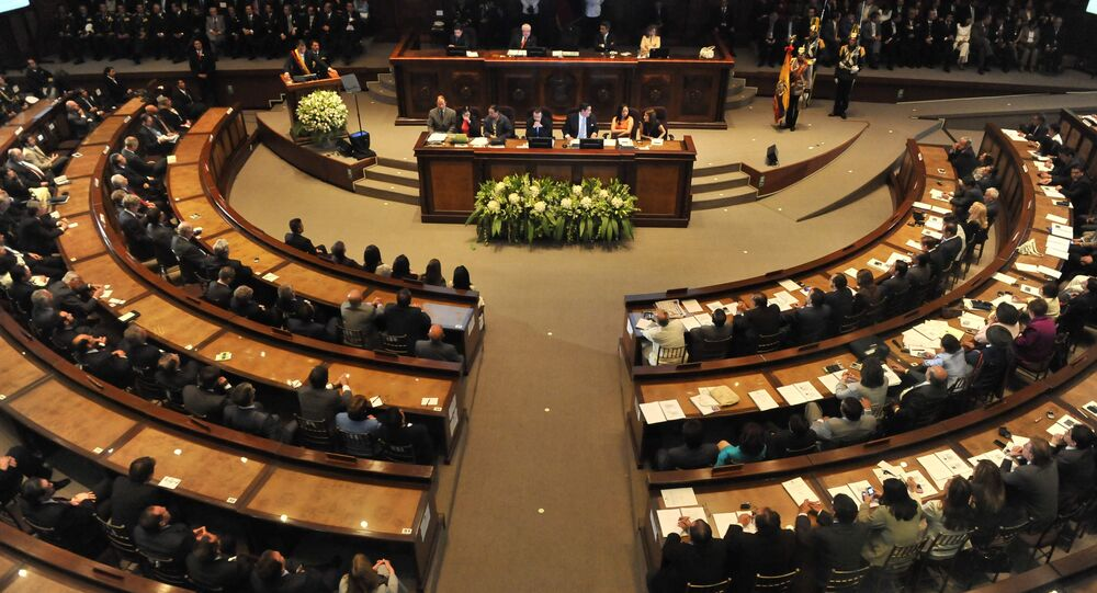 Ecuadorean President Rafael Correa (L) speaks to the National Constituent Assembly during his presentation of the second annual report of his government in Quito