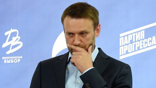 Russian opposition leader Alexei Navalny takes part in a press briefing in Moscow on April 22, 2015 - Sputnik International
