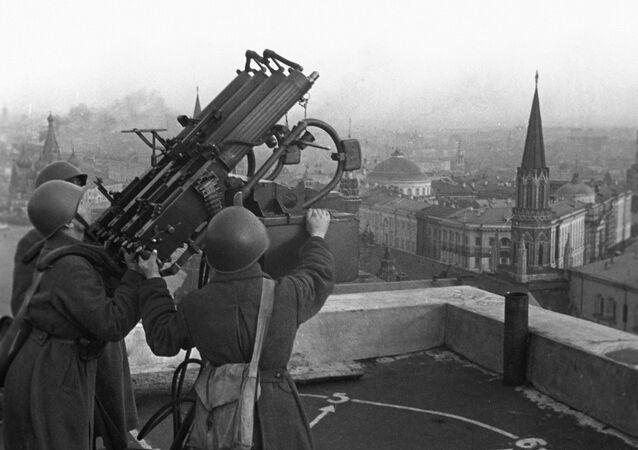 Soviet anti-aircraft gunners