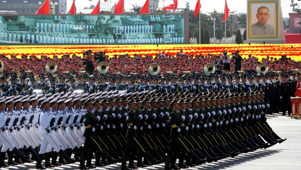 Chinese soldiers march during a military parade to mark the 60th anniversary of China in Beijing Thursday, Oct. 1, 2009. - Sputnik International