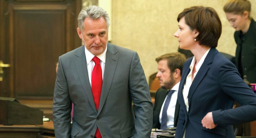 Dmytro Firtash (L), one of Ukraine's most influential oligarchs attends a trial on April 30, 2015 in Vienna