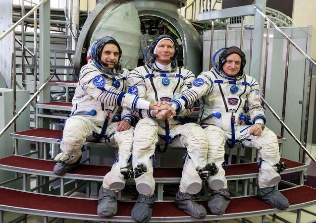 US astronaut Scott Kelly, right, Russian cosmonauts Gennady Padalka, center, and Mikhail Korniyenko pose before their final preflight practical examination