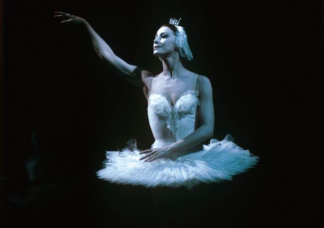 Maya Plisetskaya performing on stage