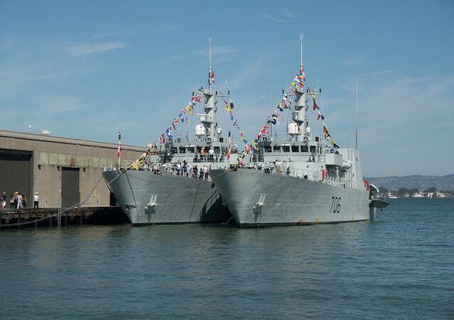 HMCS Brandon & HMCS Yellowknife during Fleet Week.