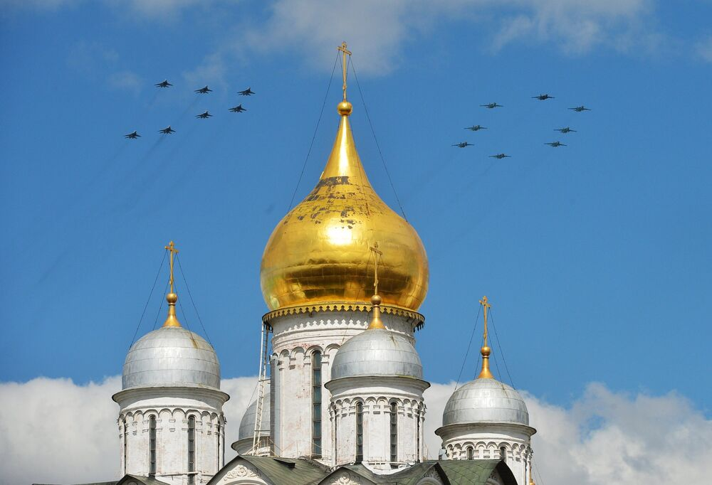 Breathtaking Stunt Flying: First Aerial Rehearsal of Moscow Victory Parade