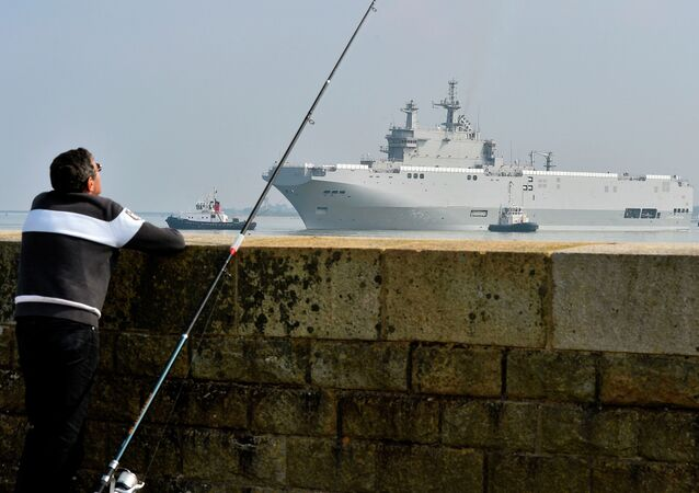 Sevastopol mistral warship is on its way for its first sea trials, on March 16, 2015 off Saint-Nazaire