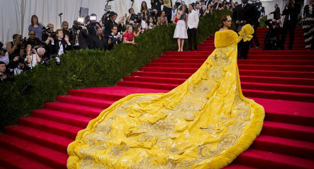Singer Rihanna arrives at the Metropolitan Museum of Art Costume Institute Gala 2015 celebrating the opening of China: Through the Looking Glass in Manhattan, New York May 4, 2015.