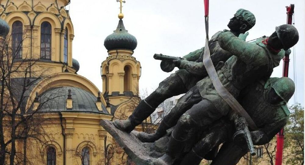 Removing monument in Warsaw