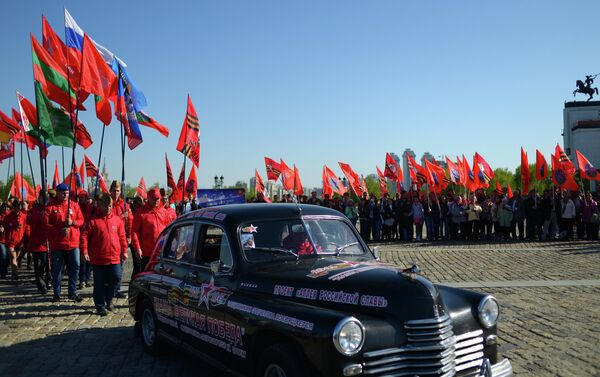 Participants in Our Great Victory motor rally welcomed in Moscow - Sputnik International