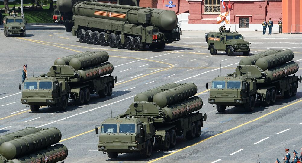 S-400 Triumph/SA-21 Growler medium-range and long-range surface-to-air missile systems at the military parade