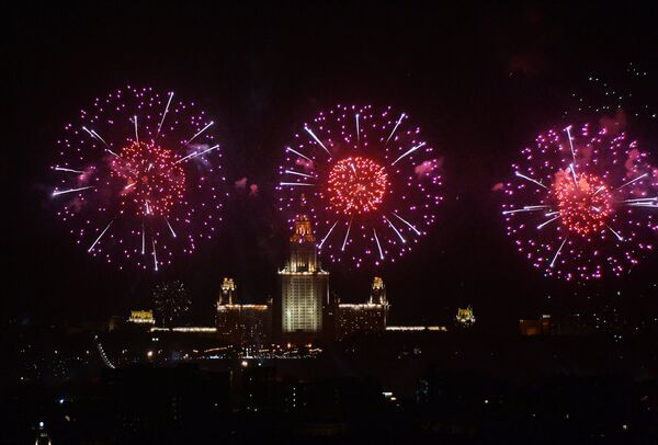 Fireworks to mark the 70th anniversary of victory over the Nazi Germany in World War II. - Sputnik International