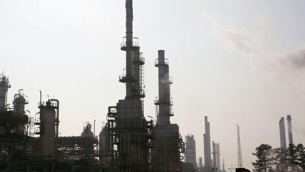 General view of part of Tehran's oil refinery south of the capital Tehran, Iran - Sputnik International