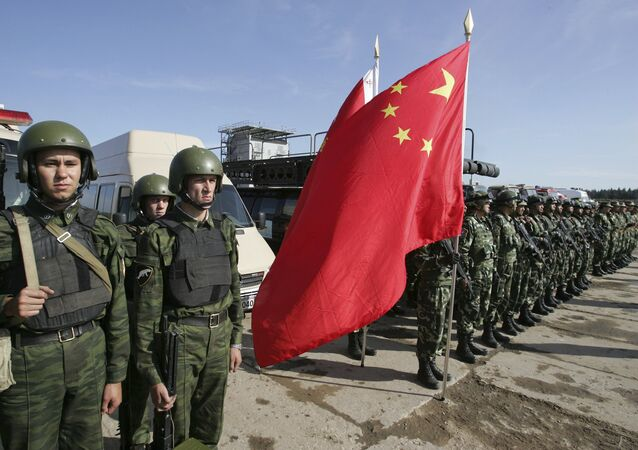 Russian and Chinese soldiers